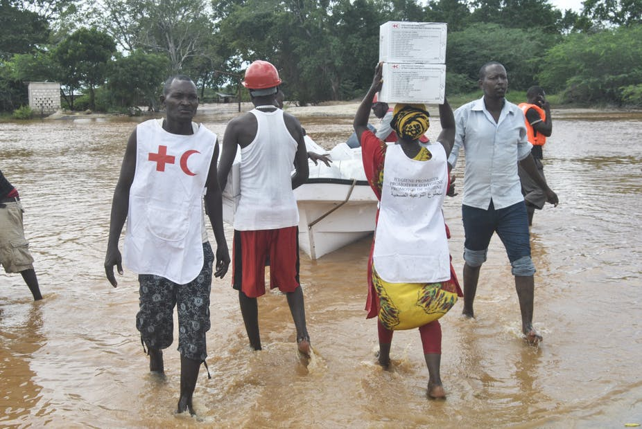 Kenya Red Cross workers transport emergency relief supplies to flood victims in Tana River County.